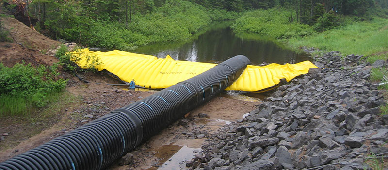 Flexible Water-Gate © cofferdams for work in rivers. Removable dam with bypass by pipeline.